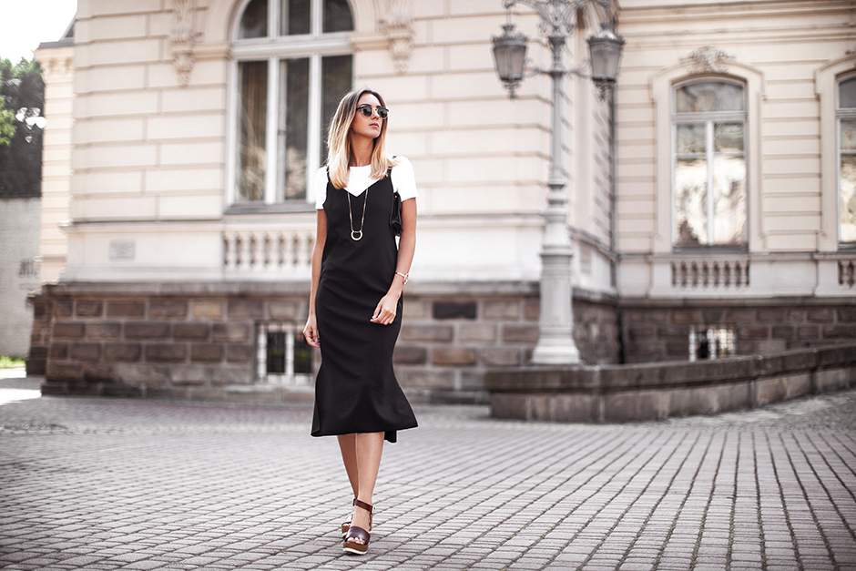 outfit-white-crop-top-black-dress-look