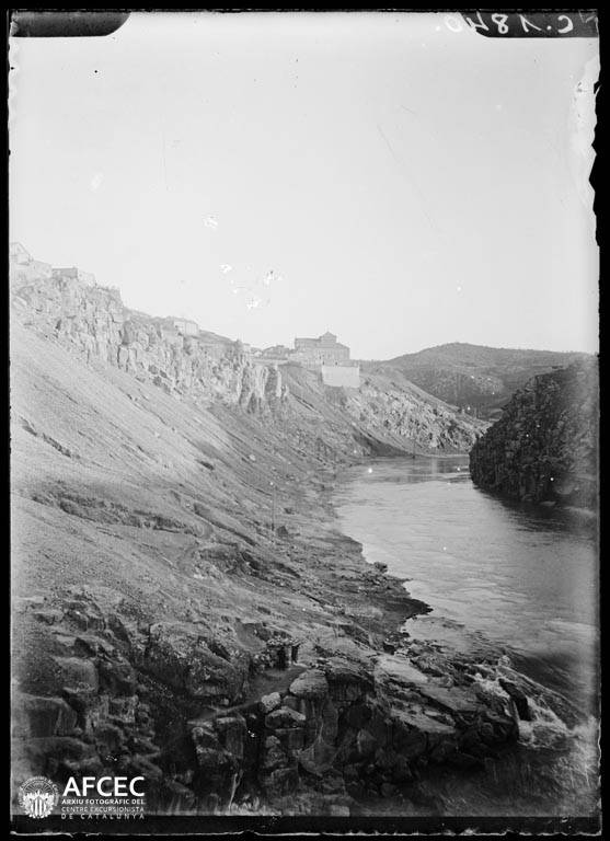 Río Tajo desde el Puente de San Martín de Toledo a comienzos del siglo XX. Autor Desconocido   © Centre Excursionista de Catalunya