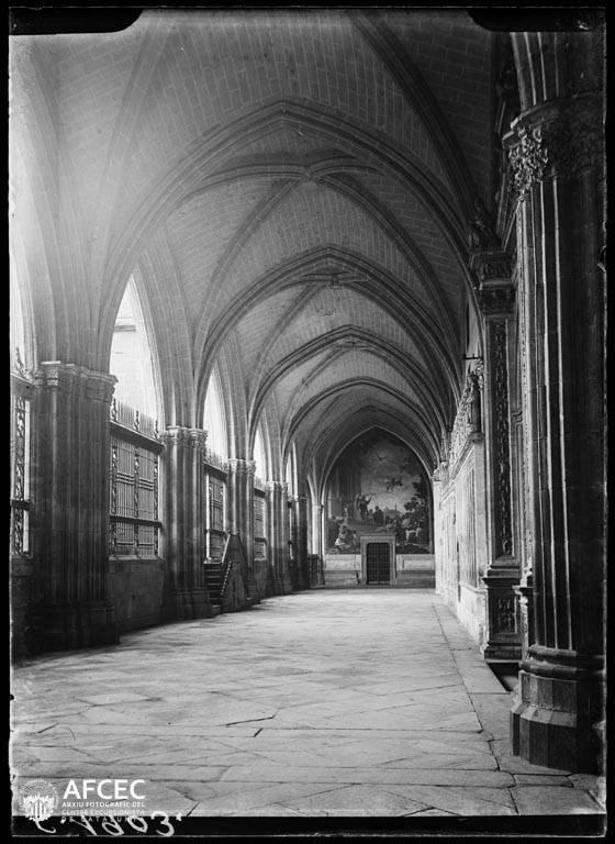 Claustro de la Catedral de Toledo a comienzos del siglo XX. Autor Desconocido   © Centre Excursionista de Catalunya