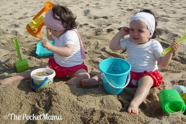 vacanze coi gemelli - giochi in spiaggia
