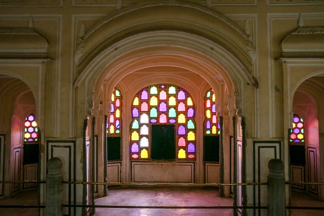 Interior of Hawa Mahal (Palace of Winds), Jaipur, India ジャイプール、風の宮殿内装