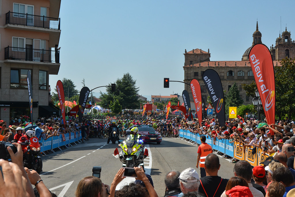 Vuelta a España 2016 6ª Etapa Monforte de Lemos - Luintra. Ribeira Sacra 29273263165_bbd6f44393_b