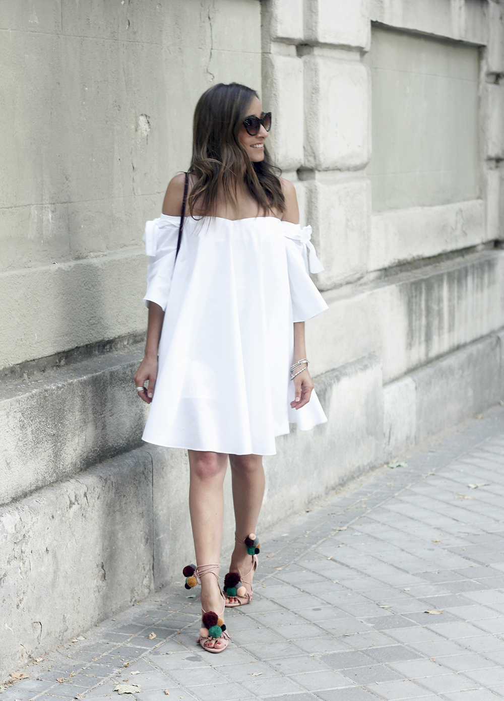 white off the shoulders dress sandals with pompoms burgundy uterqüe bag sunnies summer outfit11