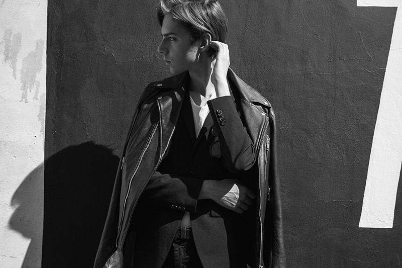 MikkoPuttonen_FashionBlogger_London_wearing_SaintLaurent_40MM_Wyatt_LeatherChelseaBoots_Diesel_Biker_jacket_Riverisland_skinnyJeans_Turo_allsaints_Blackandwhite1_bw_web