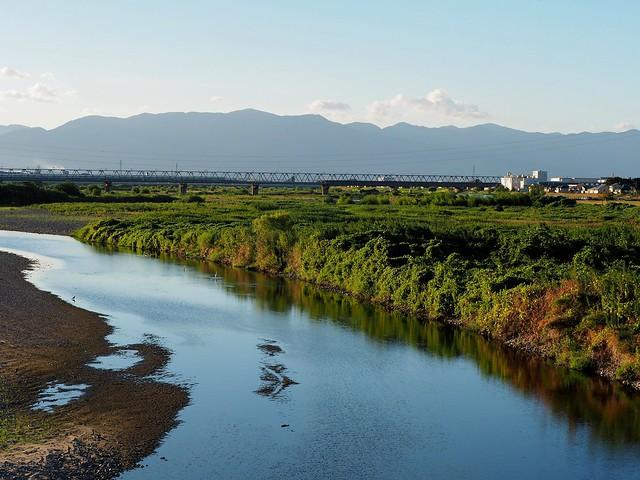 Yasugawa (野洲川), Shinkansen, Hira mountain range