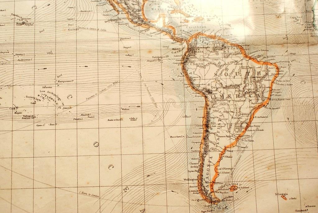 Vieille carte du monde avec l'Amérique du sud. Dans la Cecil Court de Londres.