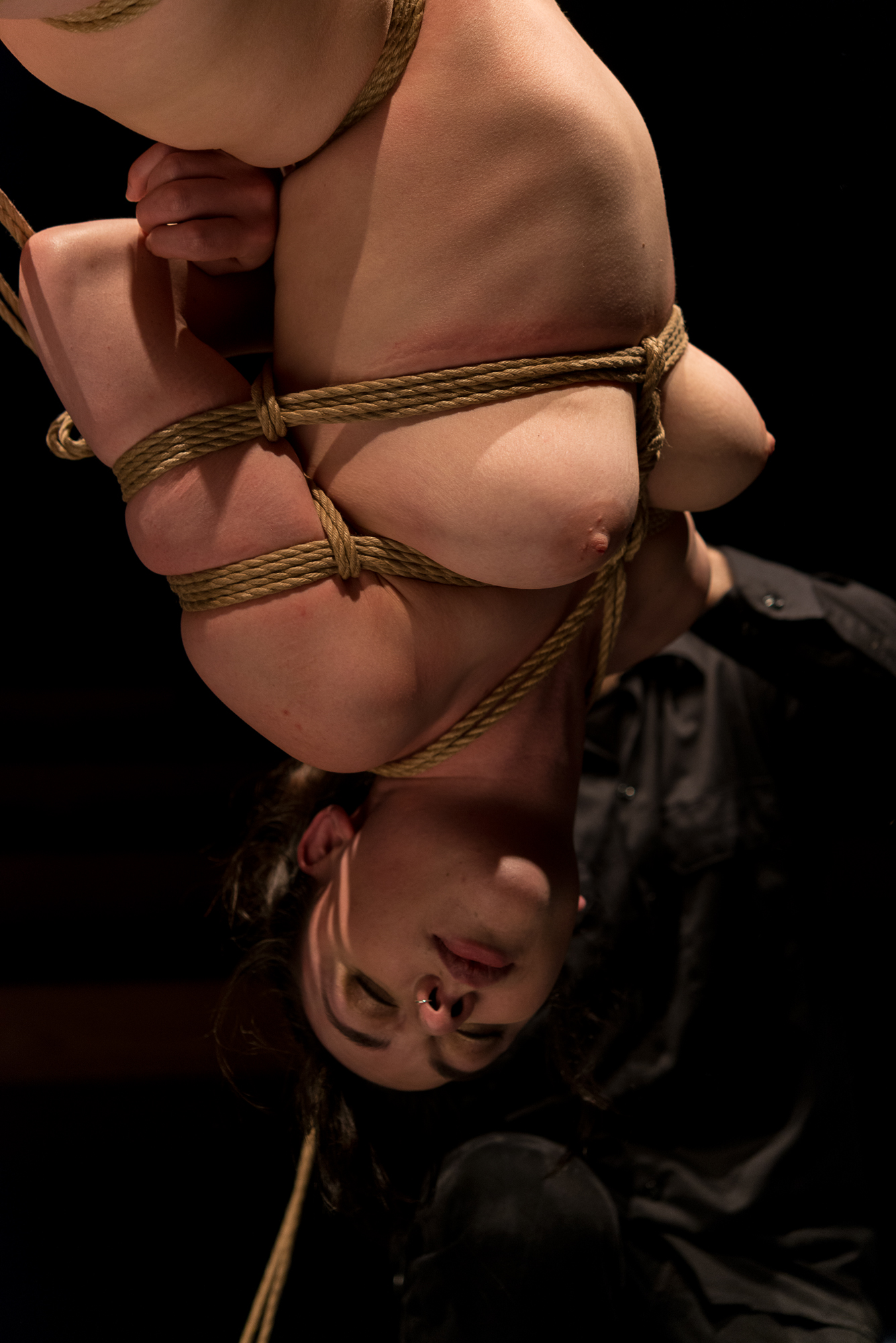 Bridge suspension, during a shibari performance by Pedro and Gestalta