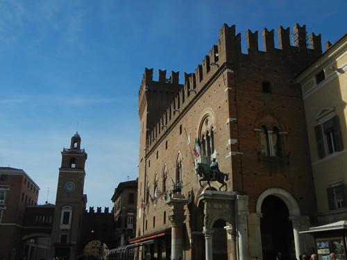 DSCN3700 _ Duca Borso d'Este & Marchese Niccolo III d'Este outside the entrance arch - the Volto del Cavallo to Palazzo Municipale, Ferrara, 17 October