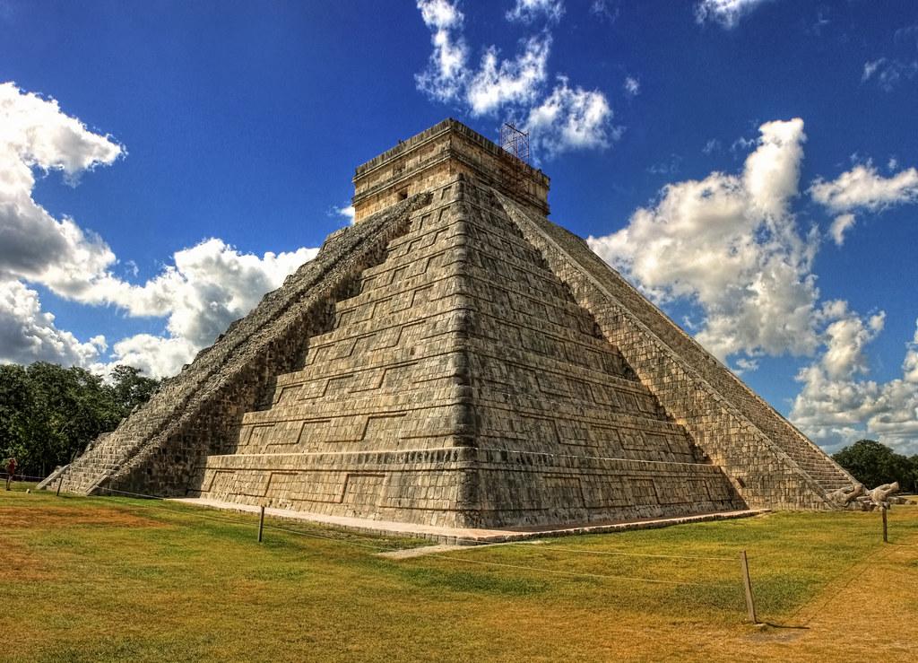 Chichén Itzá MEX - Templo de Kukulkán 01