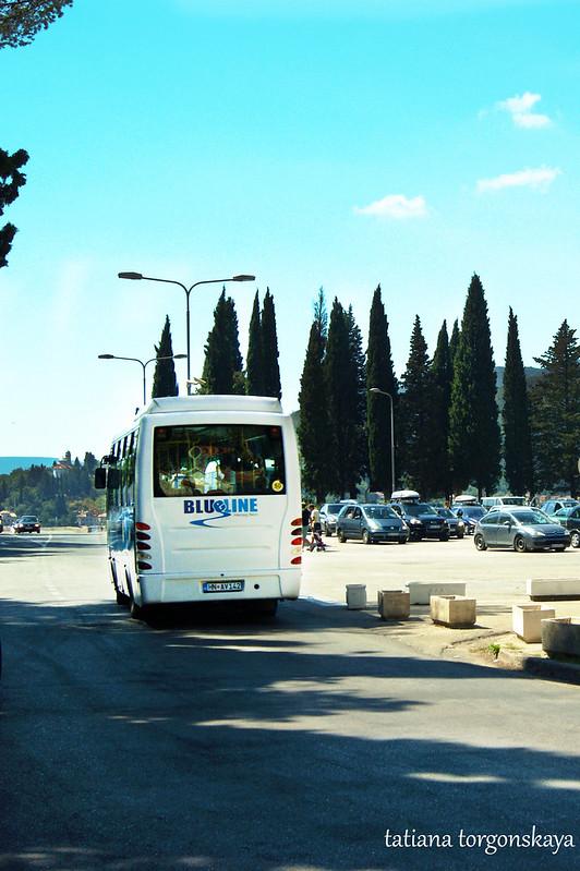 Уезжающий автобус Blue line