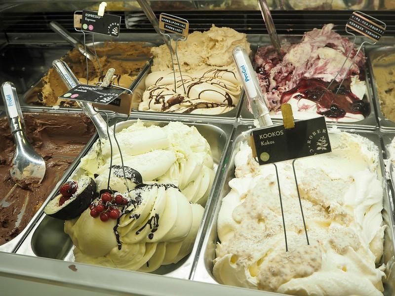 jäätelörobertscoffeehelsinkiP7149666,robertscoffeecourmetjäätelöP7149663, robert's coffee, helsinki, finland, citykäytävä, gelato factory, ice cream bar, jäätelötehdas, jäätelökahvila, cafe, jäätelö, ice cream, gourmet ice cream, gelato, gelateria, finland, suomi, aleksanterinkatu, kookos, coconut, avokado, avocado, salted caramel, suolattu karamelli, espresso, maut, taste, flavor, hasselpähkinä,