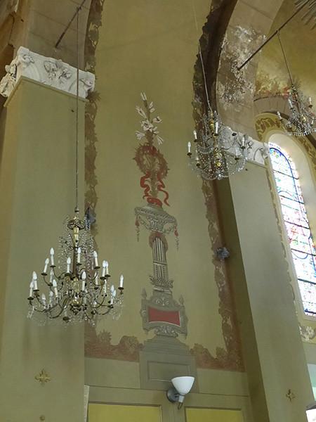 fresque et lustres église Garnier