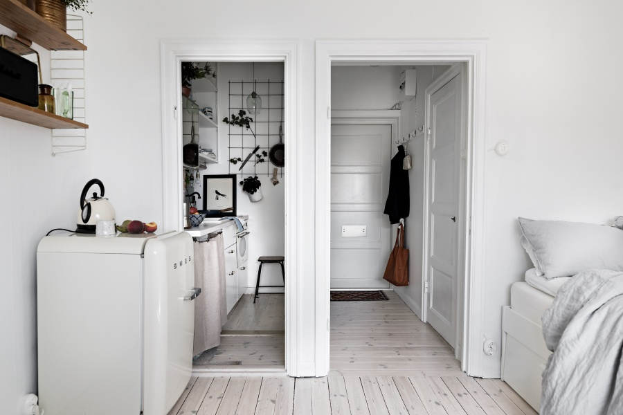 Small But Chic Minimalist Studio Apartment