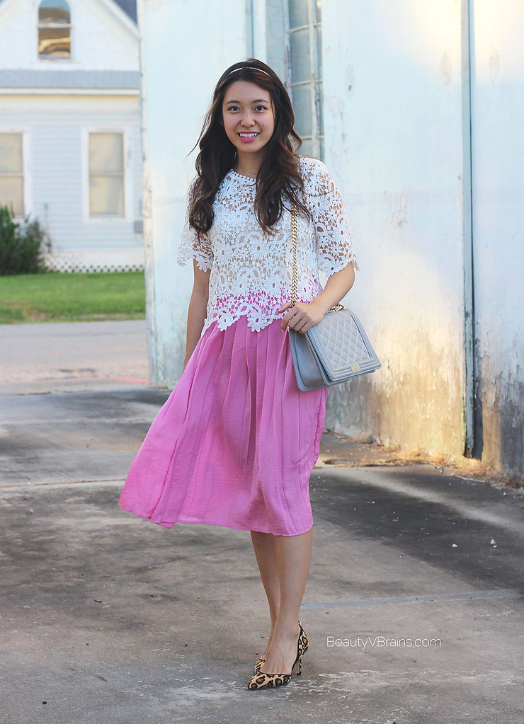 White lace top, pink pleated midi skirt, leopard heels summer outfit idea