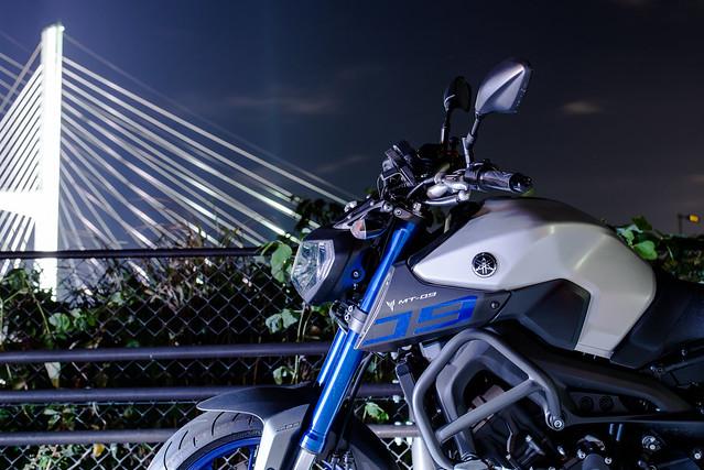 女神大橋とMT-09