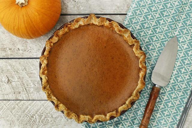 rustic-pumpkin-pie-2000x1333