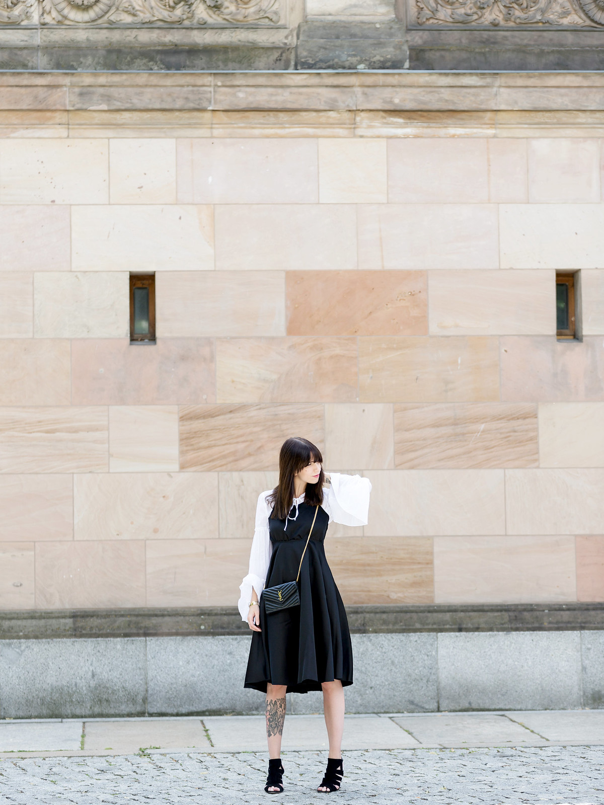 berlin museumsinsel black dress over white shirt chic ysl saint laurent mini bag pochette parisienne styling look blogger fashionblogger ootd lookbook black white rock stylish sexy parisienne cats & dogs fashionblogger ricarda schernus 6