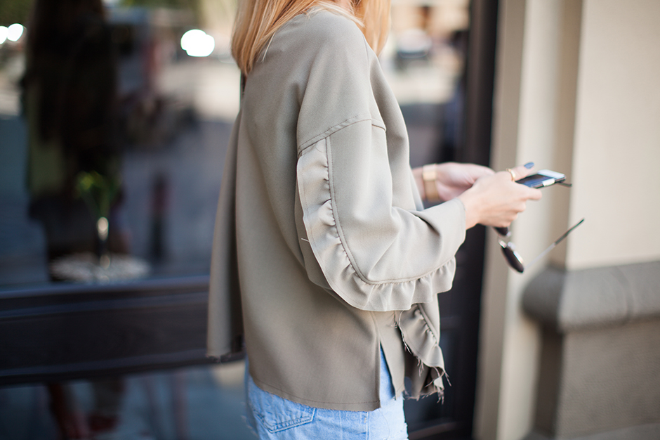 ruffle-khaki-sweatshirt-top-olive-outfit