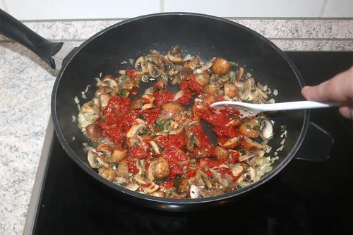 36 - Tomatenmark anrösten / Roast tomato puree