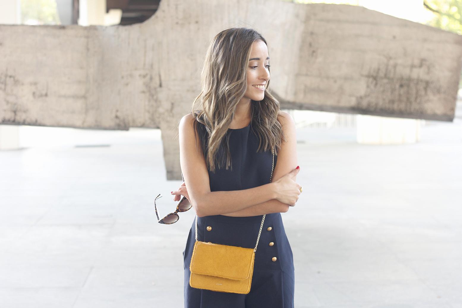 blue jumpsuit with goldden buttons mustard bag uterqüe nude heels09
