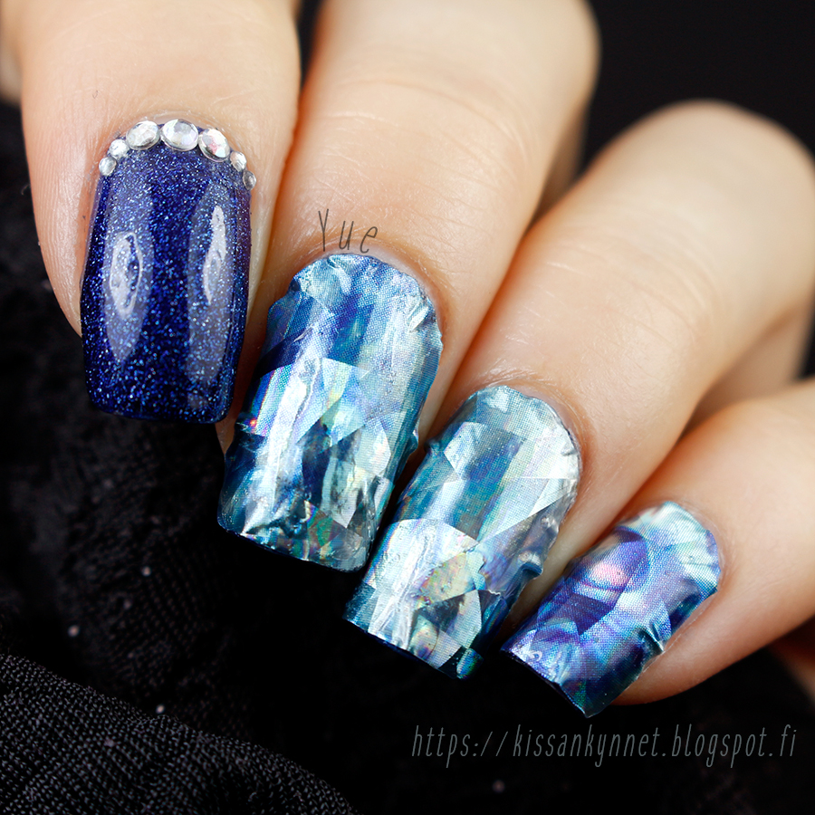 blue_holo_crystal_nails_3