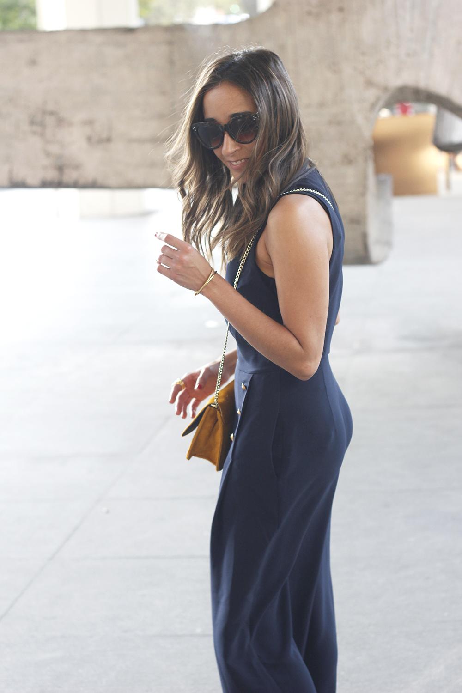blue jumpsuit with goldden buttons mustard bag uterqüe nude heels10