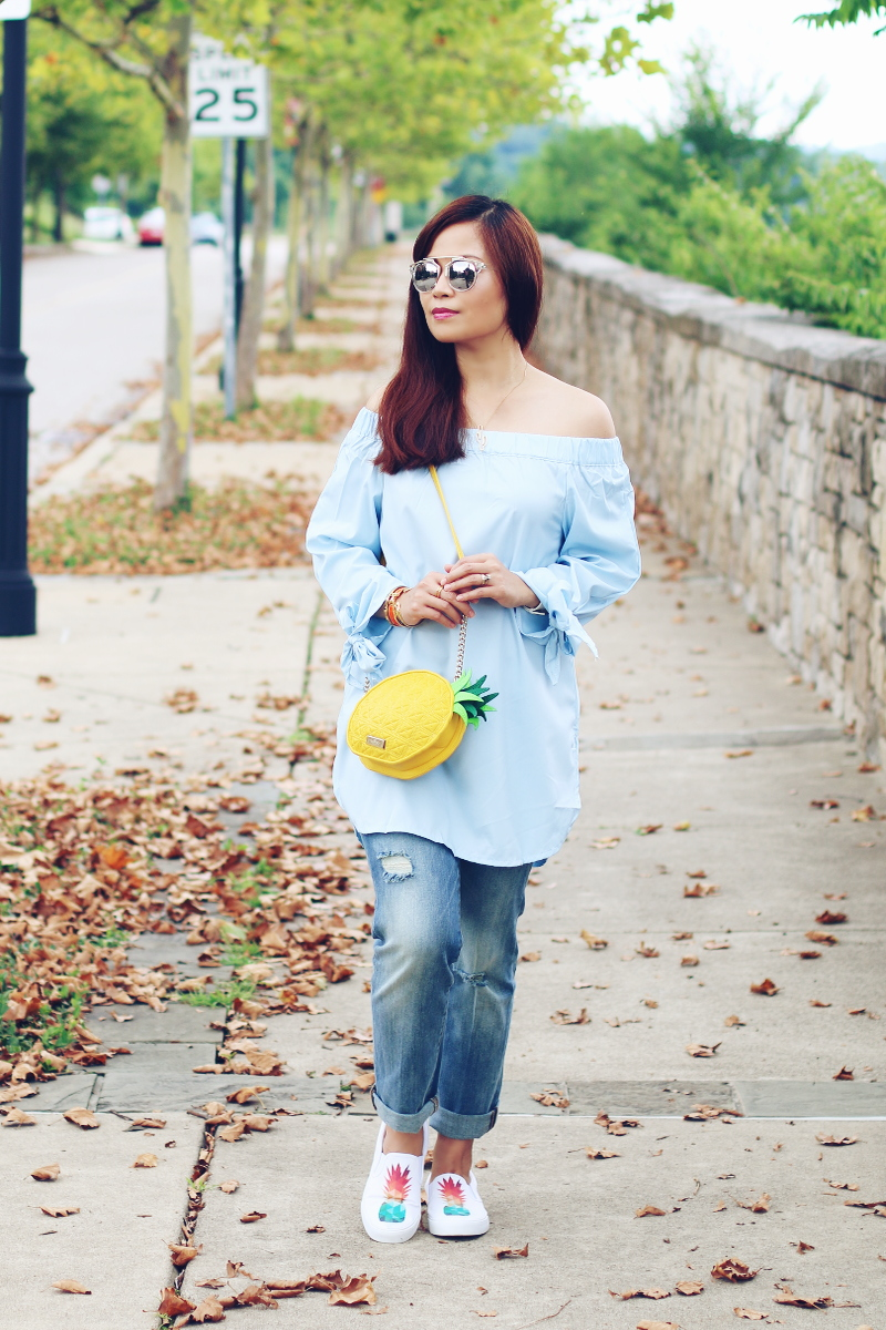 off-shoulder-boyfriend-jeans-pineapple-sneakers-3