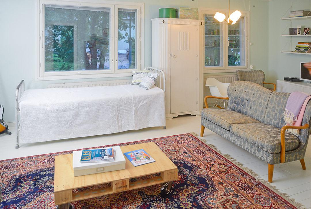 Living room with Kirman rug