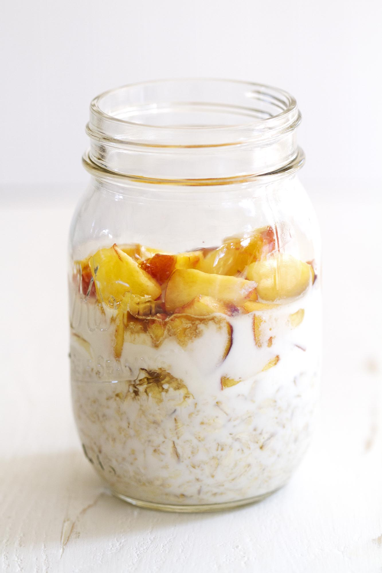 Peaches and Cream Overnight Oats | girlversusdough.com @girlversusdough