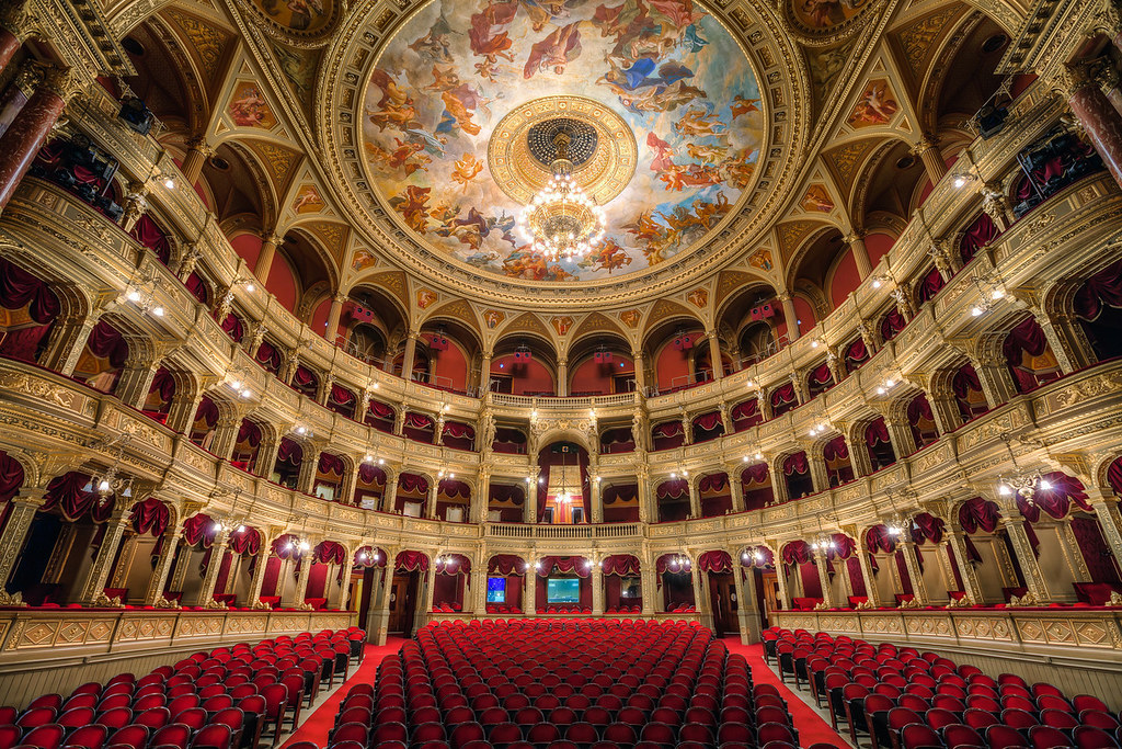 Salle et balcons de l'Opéra de Budapest par Miroslav Petrasko (hdrshooter.com)