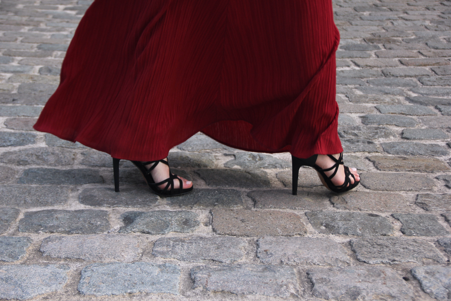 outfit red maxi dress flattery wind shoes high heels black