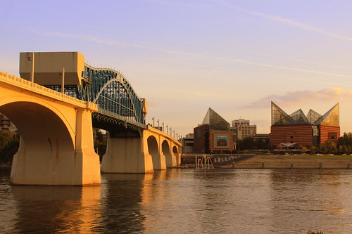Chattanooga Landmarks: Market Street Bridge & Chattanooga Aquarium