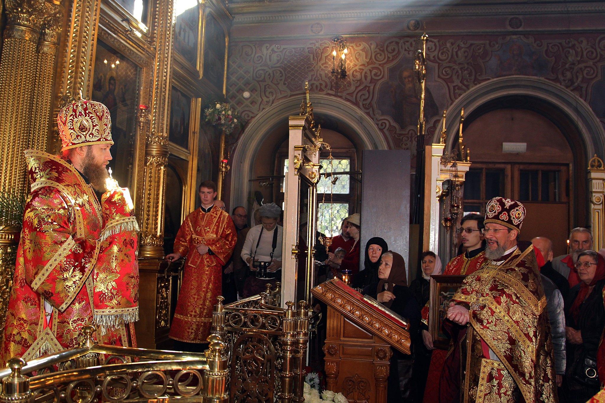 Епископ Савва возглавил богослужение праздника в храме Воскресения Словущего на Успенском вражке