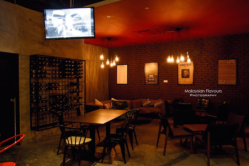 DeButchery Whisky & Wine Lounge Publika