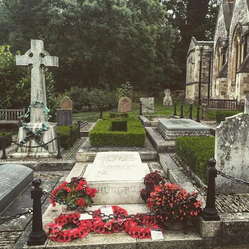 Churchill, bescheiden begraven in Bladon...