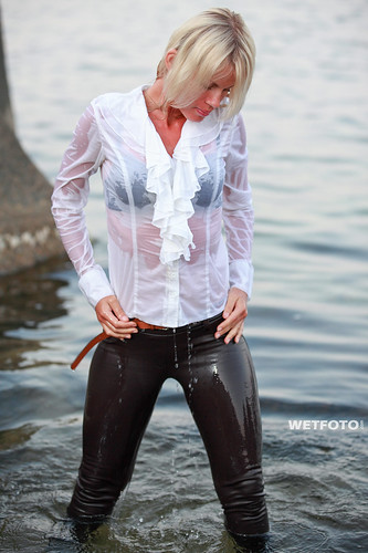 249 Wetlook With Blonde Girl In Tight Pants Beautiful Wo -6865