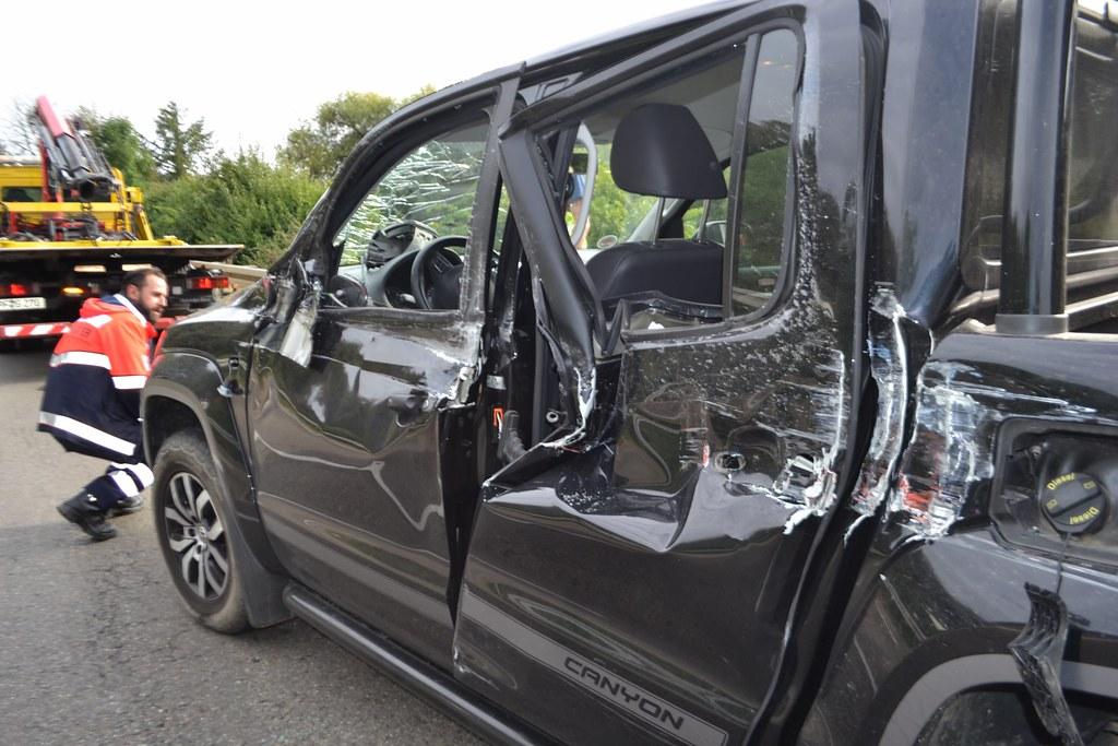 Kämpfelbach: LKW streift Jeep - 16.09.2016