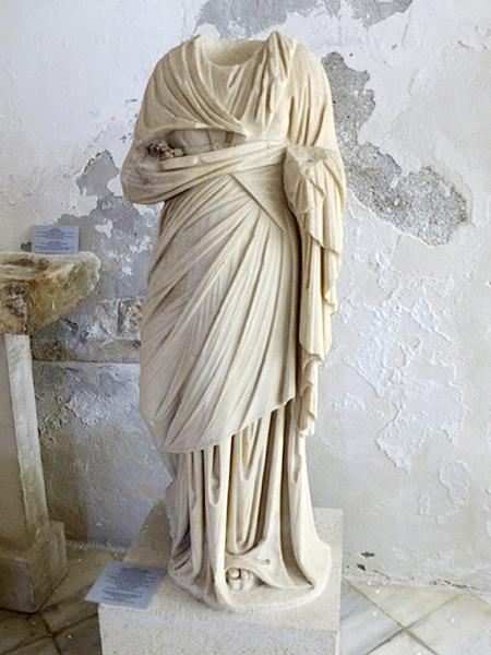 statue façon praxitèle période romaine