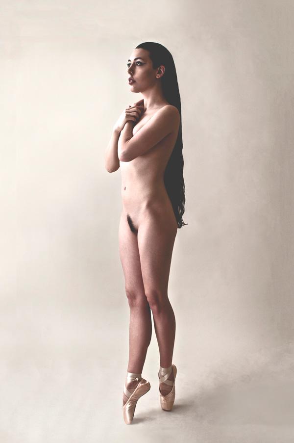 Gestalta photographed by Adam Rowney. Pastel coloured portrait of a nude ballet dancer