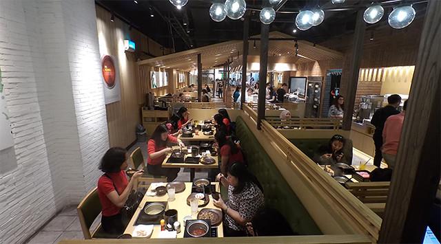 Lihat Saja Pengunjung Shabu-Shabu SHABURI Senayan City Ini, Makannya Lahap Beneur