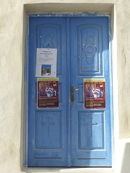 la porte bleuede l'église