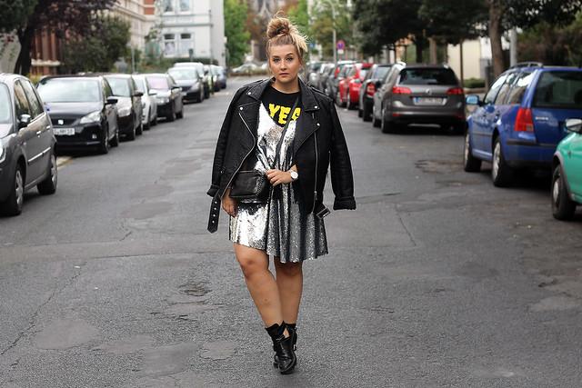 outfit-look-style-modeblog-fashionblog-pailettenkleid-über-shirt-zara-top-balenciaga-boots6