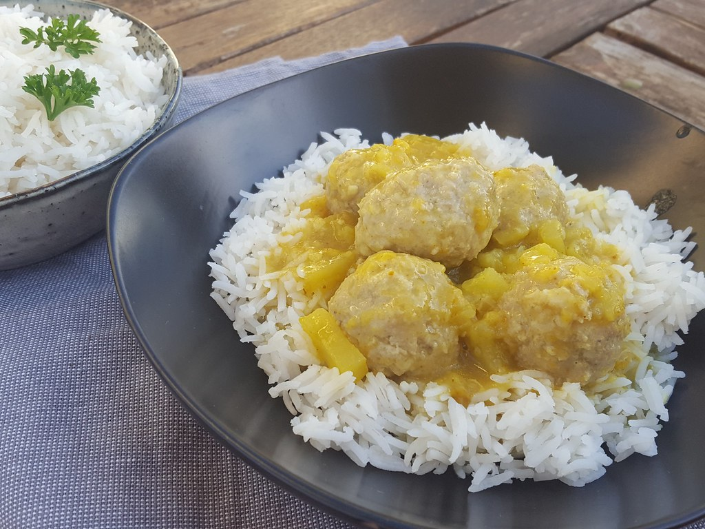 Danish Meatballs In Curry (Boller i Karry) - Nordic Food & Living