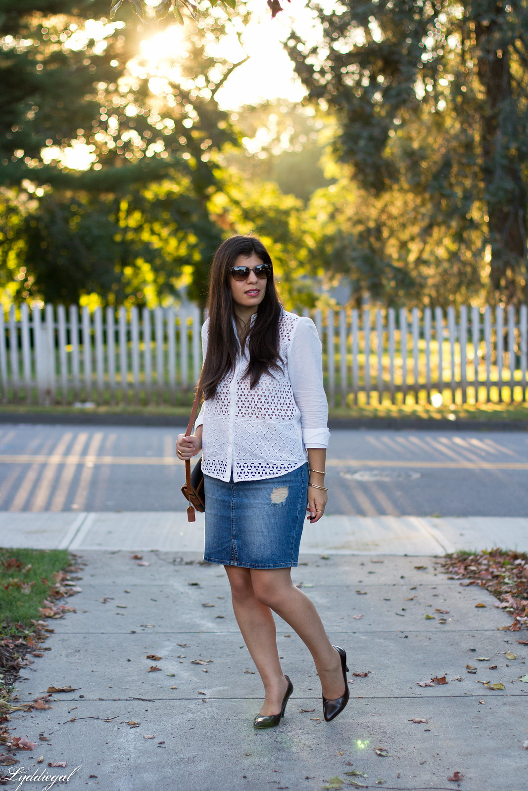 white eyelet button down, distressed denim skirt, pumps-14.jpg