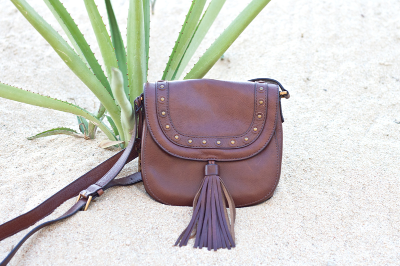 07cabo-vacation-travel-style-fossil-leather-tassel-bag-fashion