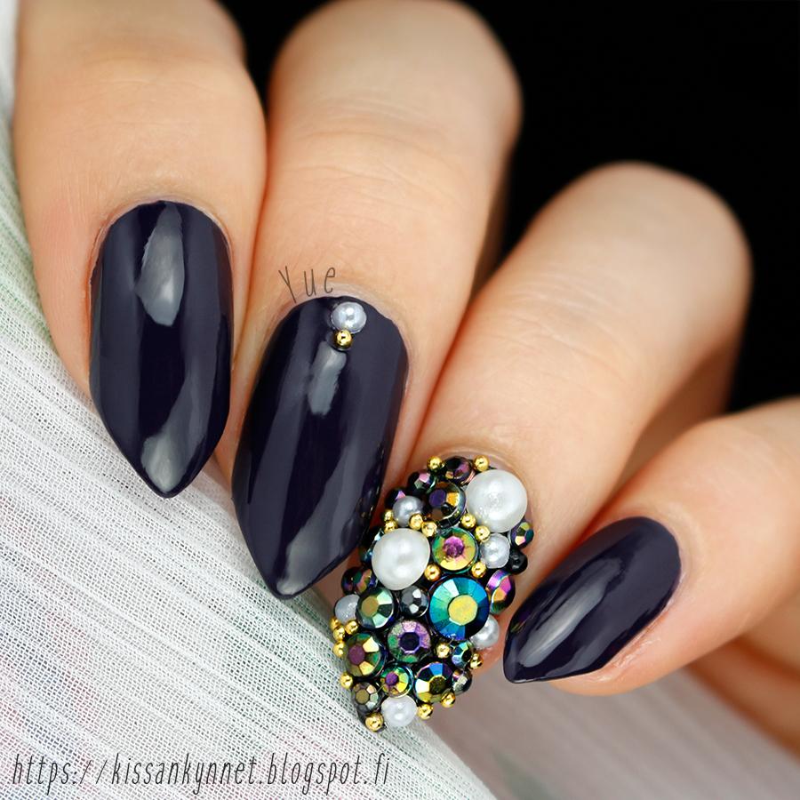 rhinestone_nail_art