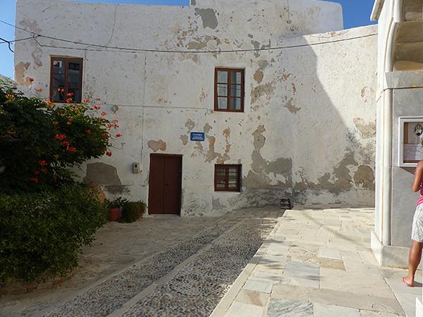 placette devant la cathédrale de Naxos