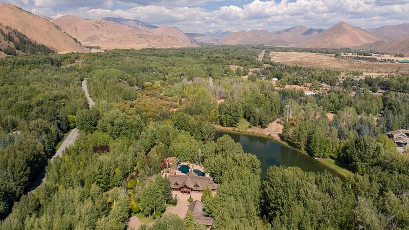 Вид на дом Брюса Уиллиса в Айдахо с высоты птичьего полета