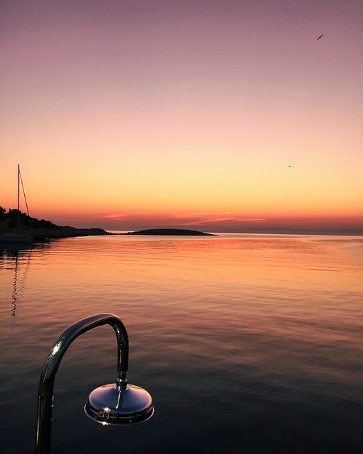 _ilcarritzi_croatia_vis_summer_sunrise_shower_sailing_boat_