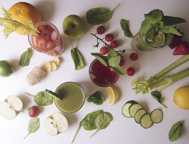 Fresh fruit & vegetable juices & cocktails